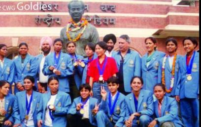 Victorious_Indian_Team_in_2002_Commonwealth_Games_1